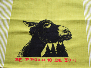 Handgewebtes Fair-Trade-Geschirrtuch 'Be proud to be you!' grün - Hirschkind