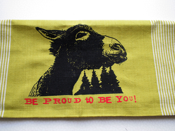Handgewebtes Fair-Trade-Geschirrtuch 'Be proud to be you!' grn - Hirschkind